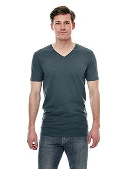 Großer Mann mit extralangen Baumwoll T-Shirt