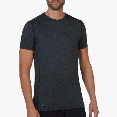 Girav Sportbekleidung, Modell Boston: Leichtes schwarz meliertes Herren Funktionsshirt für grosse Männer. Mit den beiden HEIQ-Nano-Technologien Smart Temp und Fresh Tech veredelt. Sie halten den Oberkörper trocken und frisch. Normale Passform, Rundhals-Au
